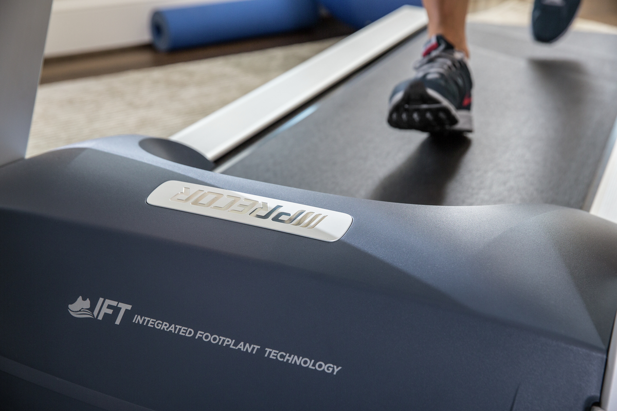 Close up for runner on a Precor 400 Line treadmill with Integrated Footplant Technology